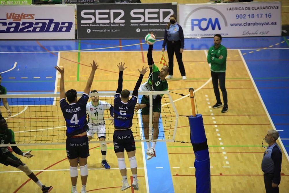 Unicaja Costa de Almería juega a 'reencontrarse' y gana